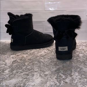 {UGG} Black Ankle boots with Velvet Bows